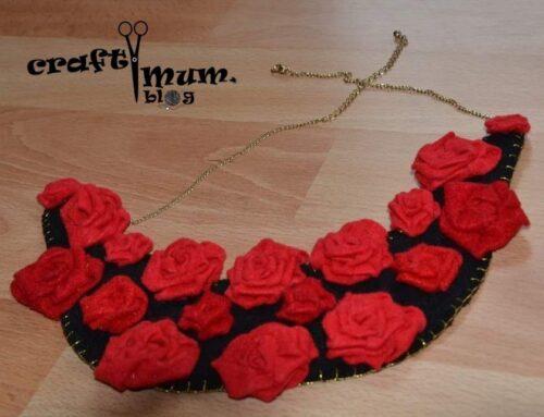 Felt bib necklace (roses)